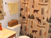 Royal Oaks Apartments Model Bathroom